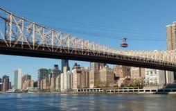 Spårväg Roosevelt Island Tramway, NYC, NY, USA Arkivfoto