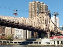 Spårväg Roosevelt Island Tramway, NYC, NY, USA Royaltyfria Bilder