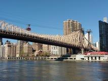 Spårväg Roosevelt Island Tramway, NYC, NY, USA Fotografering för Bildbyråer