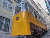 Spårvagn eller Lavra Funicular och Elevador, Lissabon, Portugal fotografering för bildbyråer