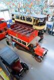 Spårvagn för dubbel däckare för tappning brittisk och buss - London transportmuseum Royaltyfri Fotografi
