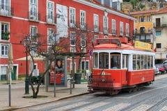 Spårvagn i Alfama, Lissabon Arkivfoto