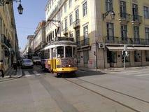 Spårvagn i den Lissabon staden Portugal royaltyfria bilder
