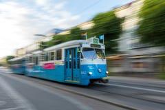 Spårvagn i Göteborg, Sverige med rörelsesuddighet Royaltyfri Foto