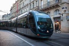 Spårvagn i mitten av Bordeaux i Frankrike Arkivbilder