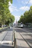 Spårvagn i St Kilda Road, Melbourne, Asutralia Royaltyfria Bilder