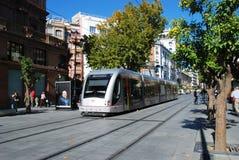 Spårvagn i stadsmitten, Seville, Spanien arkivfoton