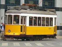 Spårvagn mest representant av Lissabon royaltyfri bild