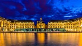 Spårvagn på stället de la Börs i Bordeaux Royaltyfri Foto