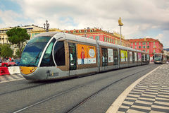 Spårvagn på stället Massena i Nice, Frankrike Arkivfoton