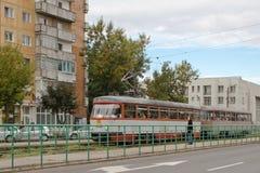Spårvagn på stationen, Arad, Rumänien arkivbilder