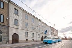 Spårvagn som förbigår Seat av landshövdingen och länsstyrelserna av Vastra Gotaland i Göteborg, Sverige Arkivfoton