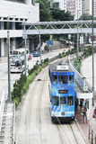 Spårvagnar för dubbel däckare favorit- hjälpmedel av transpotationen Hong Kong arkivbild