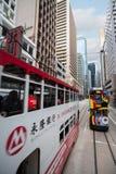 Spårvagnar för dubbel däckare i gatorna av Hong Kong royaltyfri foto