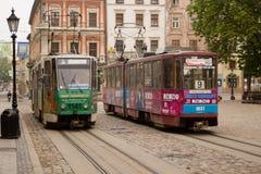 Spårvagnar i gatorna av den gamla staden Royaltyfri Foto