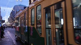 Spårvagnar i mitt av Helsingfors, Finland arkivfilmer