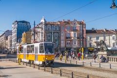 Spårvagnar och byggnader i Sofia, Bulgarien royaltyfri foto