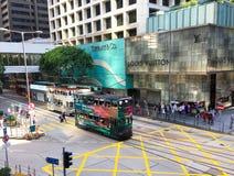 Spårvagnar på gatan i Hong Kong fotografering för bildbyråer