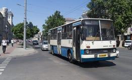 Spårvagnbuss i Chisinau Royaltyfri Bild
