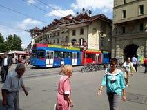 Spårvagnen Österrike Schweiz bern Europa färgar skraj royaltyfri foto