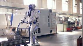 Spårvagnen med metallbehållare får drivande vid en cyborg arkivfilmer