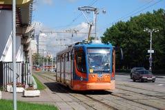 Spårvagnen på stadsgataMoskva Royaltyfri Bild