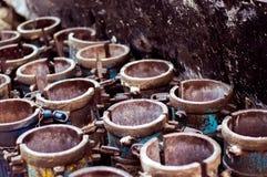 Spécimens concrets de cylindre dans le moule pour la résistance à la pression photographie stock