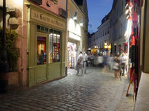 Spökar i Montmartre - presentaffärer och makron i Paris Royaltyfri Fotografi