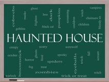 Spökat begrepp för husordmoln på en svart tavla Royaltyfri Fotografi