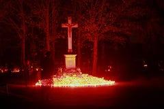Spöke på kyrkogård royaltyfri bild