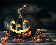 Spöklik pumpa på tabellen Royaltyfri Bild
