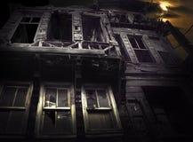 Spöklik träbyggnad Arkivbild