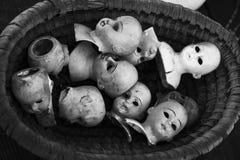 Spöklika dockahuvud arkivfoto