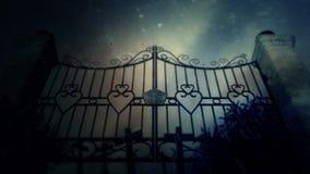 Spöklika kyrkogårdportar under en blixtstorm med gravar