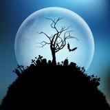 Spöklikt allhelgonaaftonträd mot månen stock illustrationer