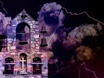 Spöklikt landskap med kyrkliga klockor Royaltyfri Bild