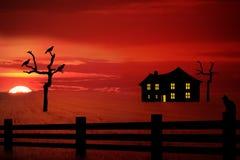 Spöklikt lantgårdhus Arkivbild