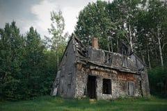 spöklikt spökat hus arkivfoto