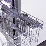 Spülmaschine und Kücheausrüstung stockfoto