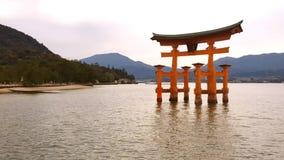 Spławowa brama Itsukushima świątynia w Miyajima wyspie, Japonia zbiory wideo