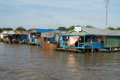 Spławowa wioska. Tonle Aprosza jezioro. Kambodża. fotografia stock