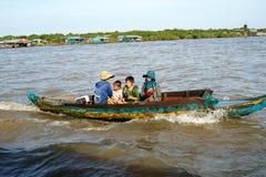 Spławowa wioska. Tonle Aprosza jezioro. Kambodża. zdjęcie royalty free