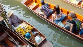Spławowe łódkowate łodzie przeglądać od above obraz royalty free