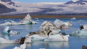 Spławowe góry lodowa w glacjalnym jeziornym Jokulsarlon, Iceland zbiory wideo