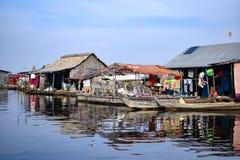 Spławowi wioska domy blisko Siem Przeprowadzają żniwa w Kambodża Obraz Royalty Free