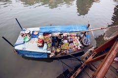 Spławowy rynek w brzęczeniach Tęsk zatoka, Wietnam Zdjęcia Royalty Free