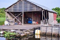 Spławowy wioska dom blisko Siem Przeprowadza żniwa w Kambodża zdjęcia stock