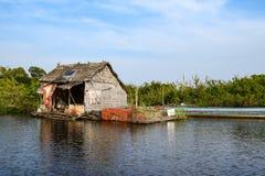Spławowy wioska dom blisko Siem Przeprowadza żniwa w Kambodża zdjęcie stock
