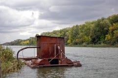 Spławowa stacja pomp na rzece Fotografia Royalty Free