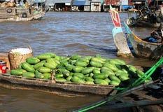 Spławowy rynek na Mekong rzece w Wietnam: mango Obraz Stock